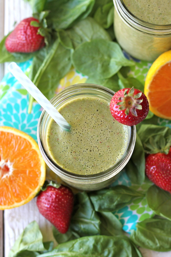 Green Smoothie - A refreshing smoothie loaded with fruits, spinach and Greek yogurt, and it doesn't even taste healthy!