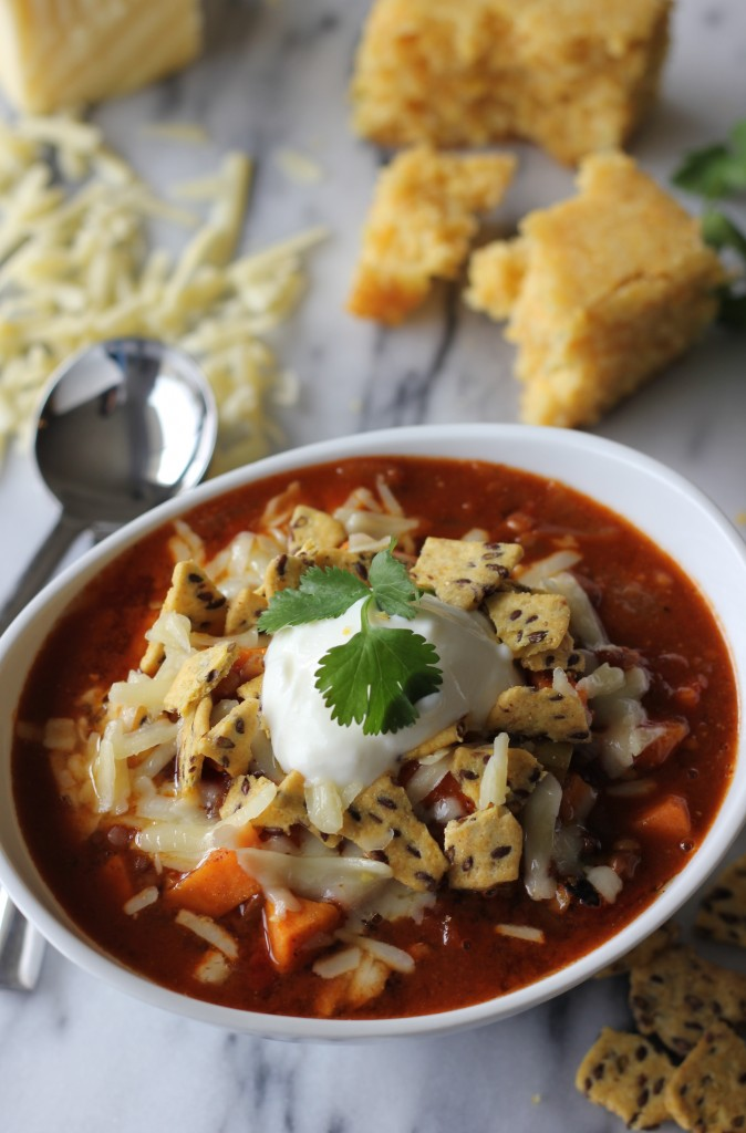 Sweet Potato and Lentil Chili (vegan) - A winning chili for both vegetarians and omnivores that is sure to be a hit at your next potluck!