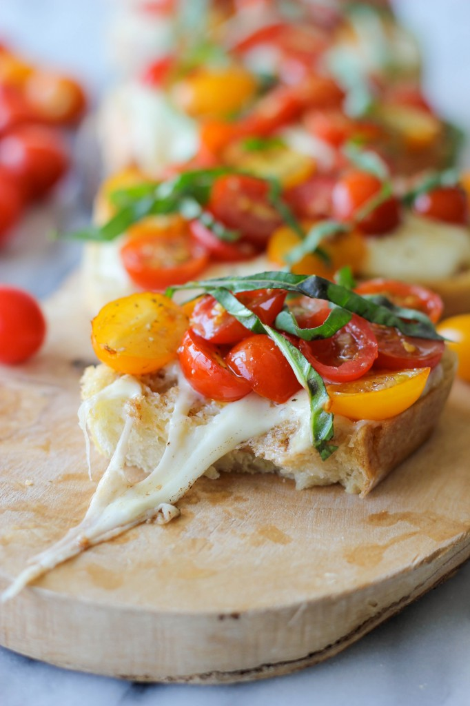 Baked Tomato Bruschetta - Enjoy the last days of summer with these melt-in-your-mouth mozzarella bruschetta bites!
