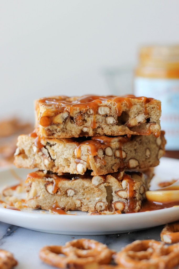 Salted Caramel Pretzel Blondies - Sweet and crunchy pretzel bars that are so good, you'll want to double the batch!