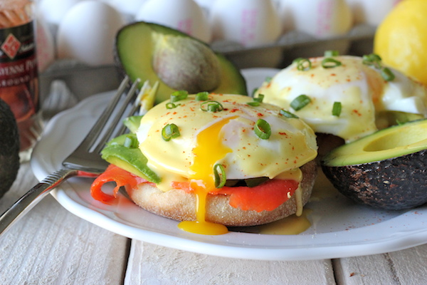 Smoked Salmon Eggs Benedict - No need to overpay for restaurant eggs benedict anymore. This homemade version is so easy and much cheaper!