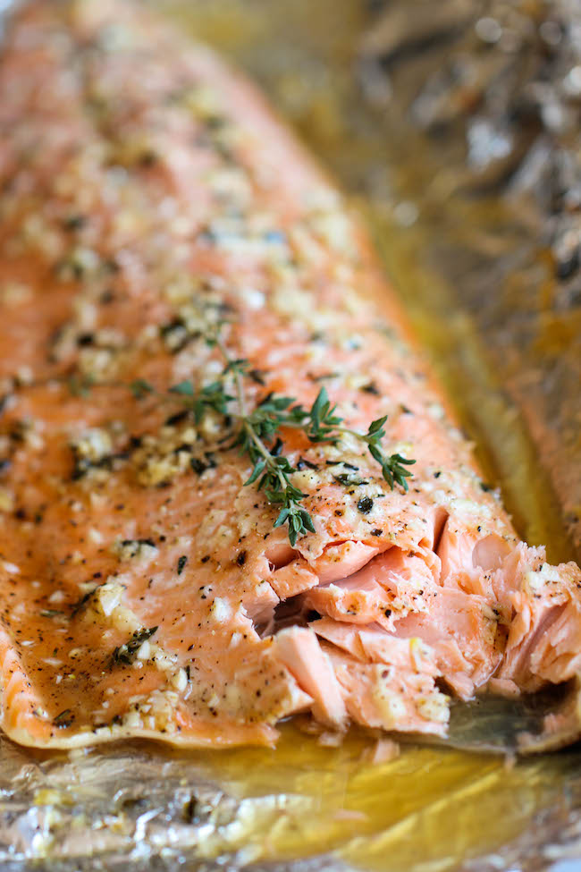 How long to bake salmon fillet in foil in oven