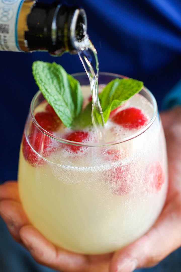 Raspberry Limoncello Prosecco | 21 Easy Brunch Cocktails For Your Weekend Party With Your Girlfriends