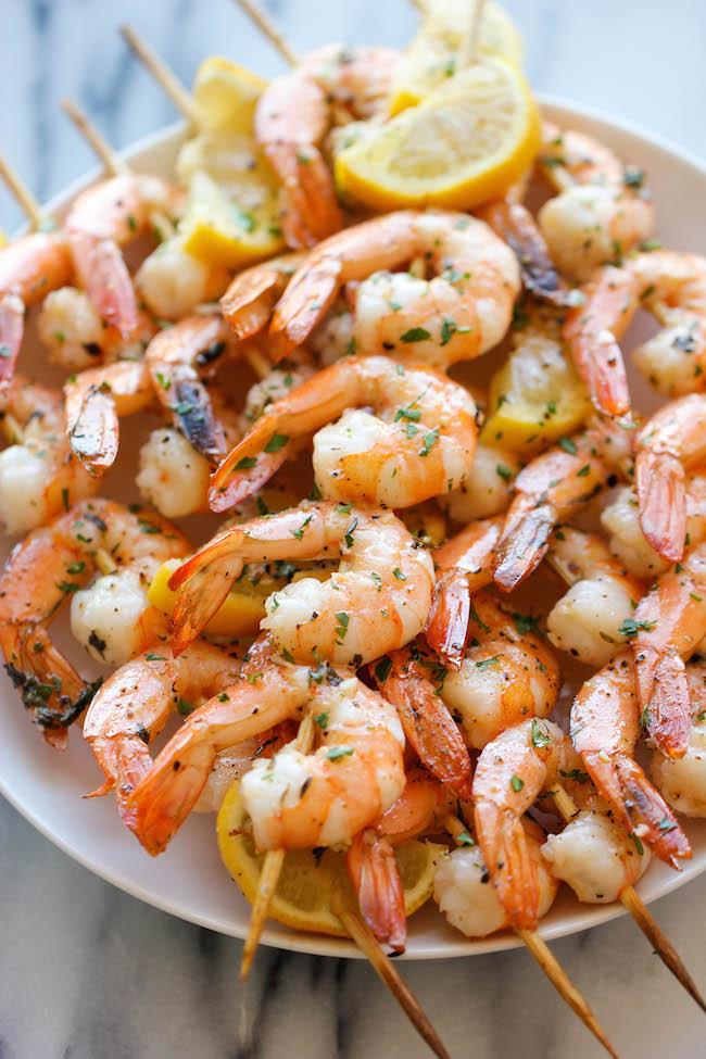 Brochettes de crevettes au citron et à l'ail - La façon la plus simple et la plus savoureuse de préparer des crevettes - si parfaites pour les grillades ou rôtis d'été!