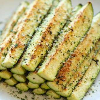 recipe: garlic parmesan zucchini fries [1]