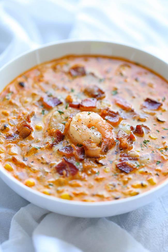 Chaudrée de crevettes et de maïs - Une chaudrée facile et crémeuse, incroyablement fumée, sucrée et pleine de saveurs!