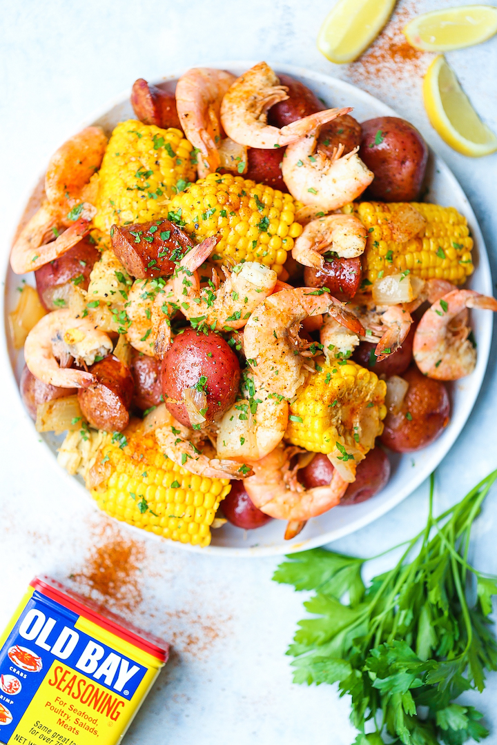 Instant Pot Shrimp Boil - Everyone's favorite low country boil can be made so easily and effortlessly right in your pressure cooker in just 6 minutes!