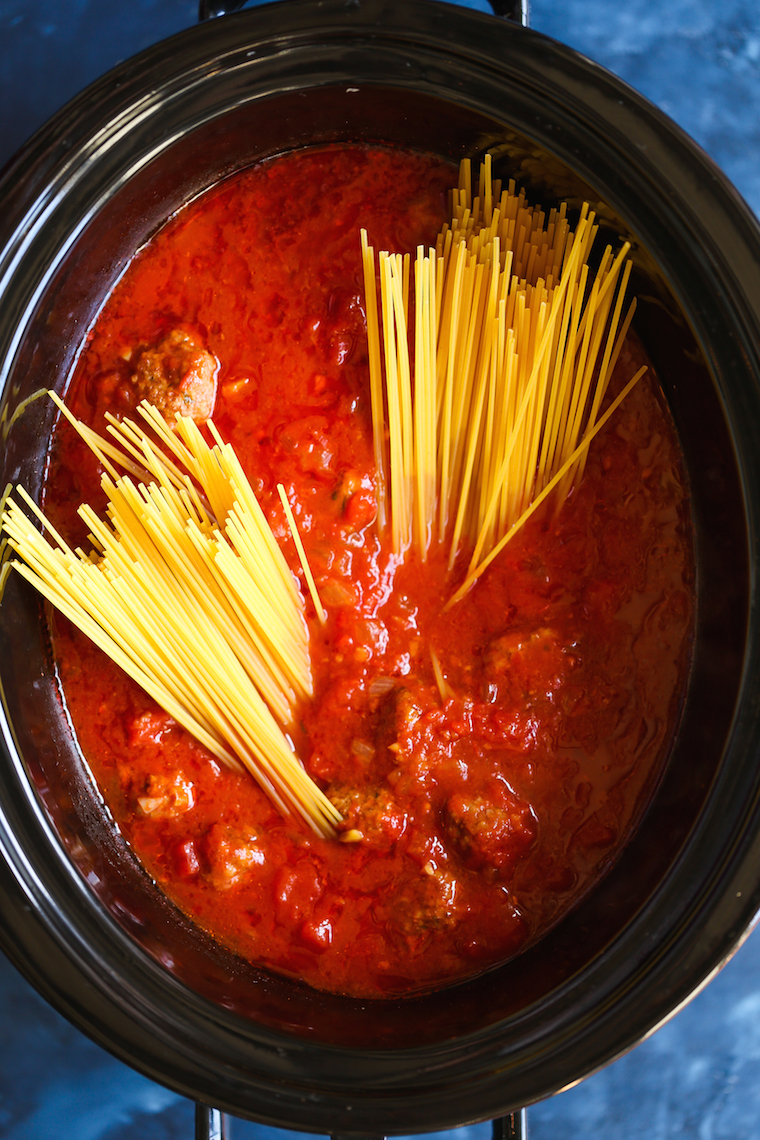 Slow Cooker Spaghetti and Meatballs - This is the ONLY way to make this! Even the pasta gets cooked right in the crockpot! SO stinking easy, right?
