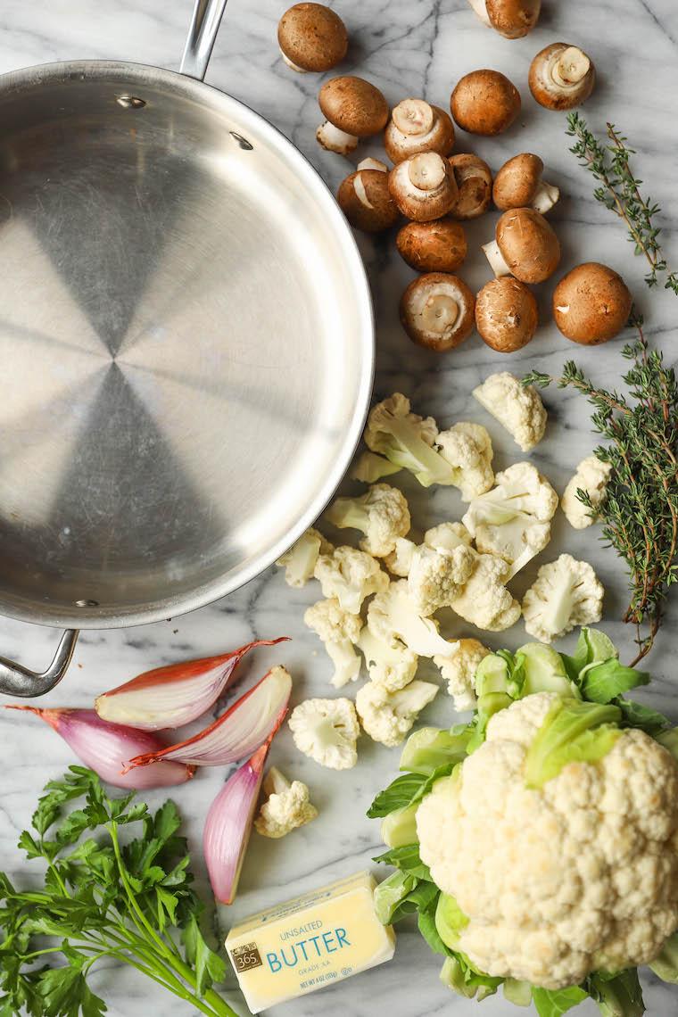 الفطر والقرنبيط بزبدة الثوم - الطبق الجانبي المثالي!  مليئة بالخضار ، سهلة التحضير + محملة بالزبدة والثوم!
